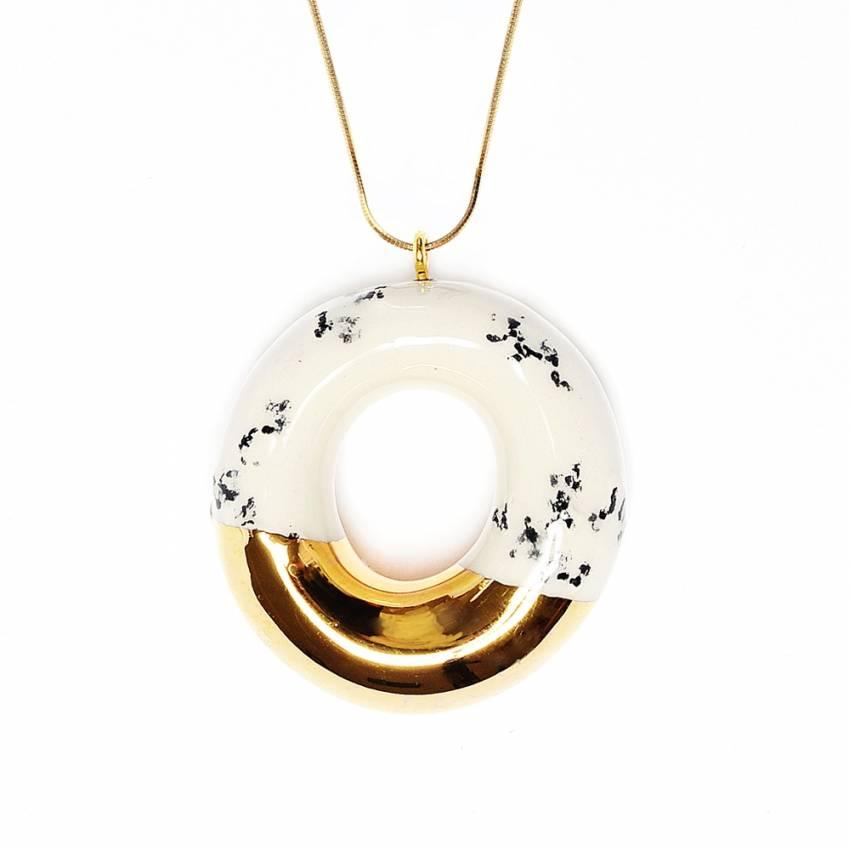 Sautoir donut en céramique décoration or 24K et platine