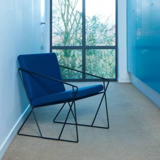 Fauteuil AUDE tissu bleu et structure acier noir - Moome