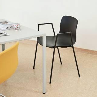Chaise avec accoudoirs AAC 18 / Blanc et pieds noir