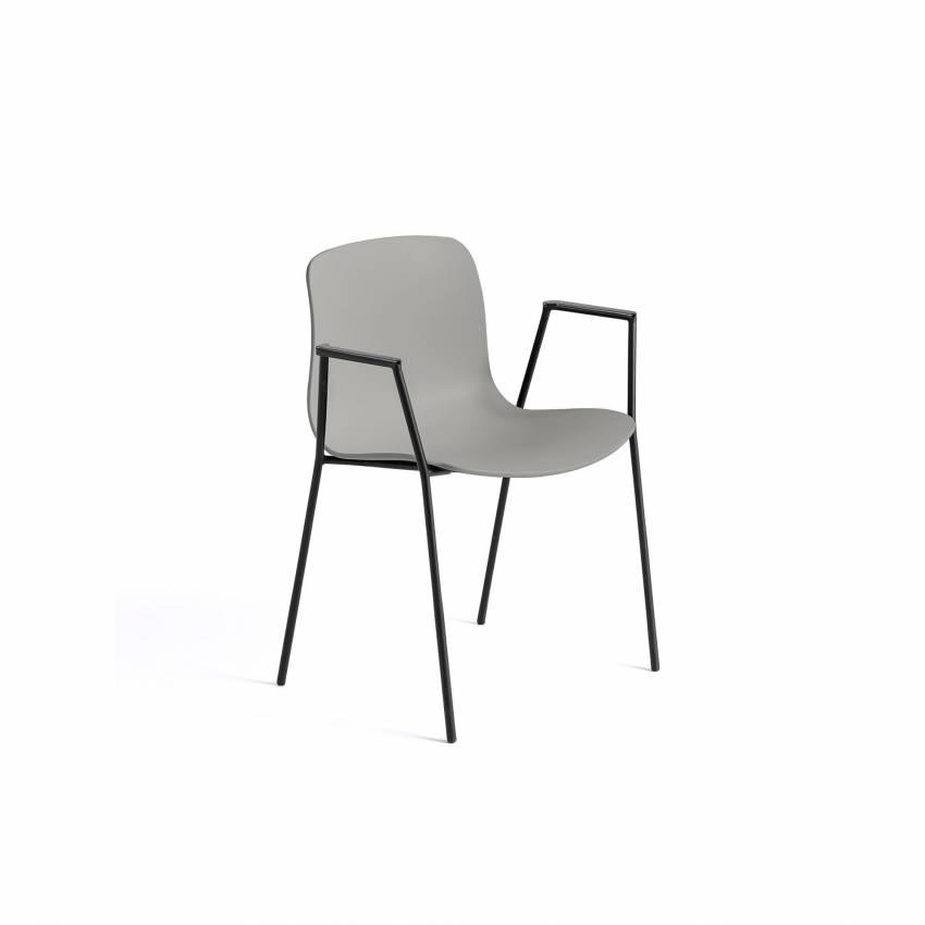 Chaise avec accoudoirs AAC 18 / Gris clair et pieds noir