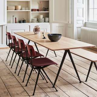 Hay / Table PYRAMID 02 190, 250 et 300 cm chêne clair, pieds noir ou beige