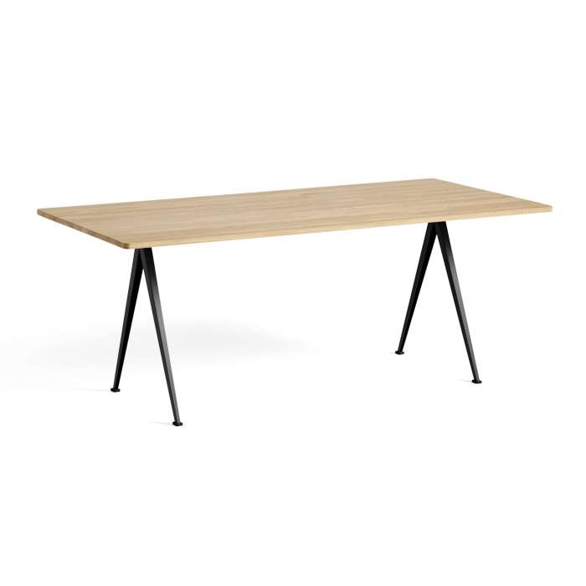 Hay / Table PYRAMID 02 190, 250 et 300 cm chêne mat, pieds noir ou beige