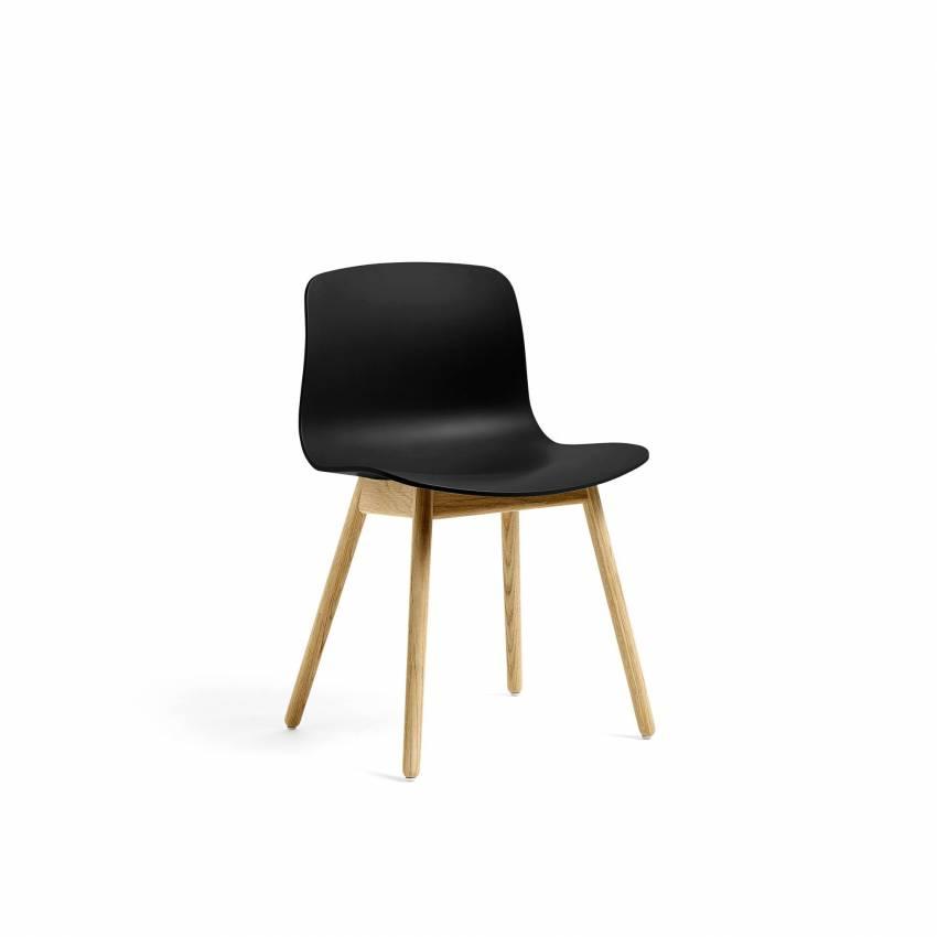 Chaise ABOUT A CHAIR AAC12 / Noir - Pieds chêne laqué