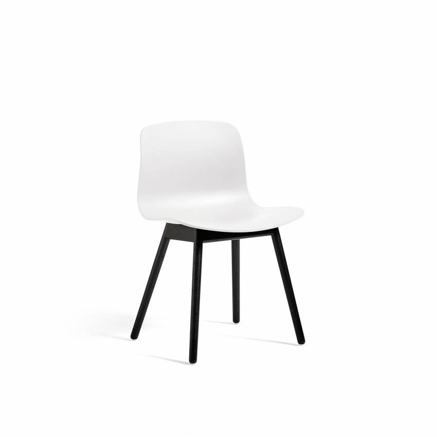 Chaise ABOUT A CHAIR AAC12 / Blanc - Pieds chêne teinté noir - HAY