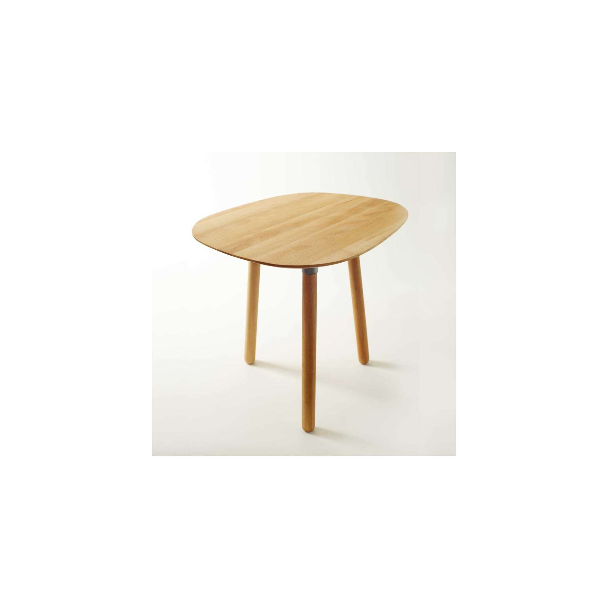table basse petit salon. Black Bedroom Furniture Sets. Home Design Ideas