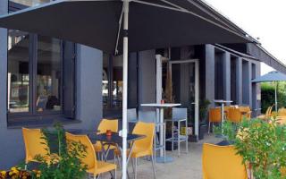 Restaurant Gust'um : tables et chaises